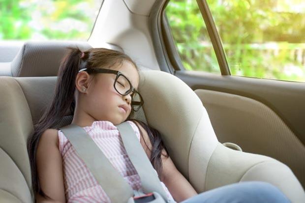 در زمان خواب کودکان سفر کنید