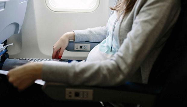 صندلی هواپیما بنشینید