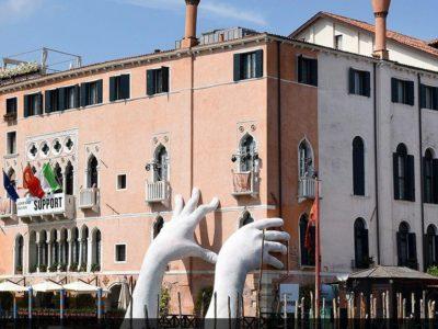 ایتالیا، دستان بیرون آمده از کانال ونیز