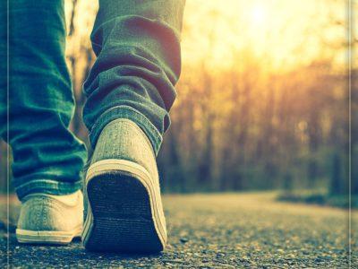 برای جلوگیری از مشکلات گوارشی در طول سفر، هنگام بیدار شدن از خواب، قدم بزنید.