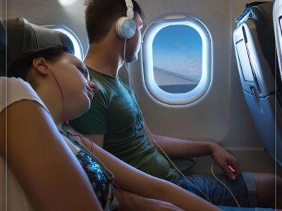 در هنگام نشستن روی صندلی هواپیما، انعطافپذیر باشید